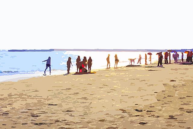 照りつける太陽と海水浴を楽しむ大勢の人々