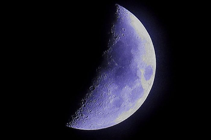 大きいサイズのブルーの月面X