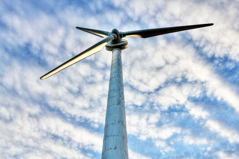 大きいサイズの下から見上げる風車