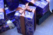 青色包装紙のプレゼント