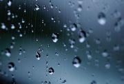 窓についた雨